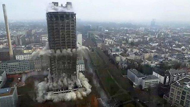 Spektakularno rušenje 116 metara visokog univerzitetskog solitera u Frankfurtu