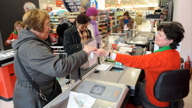 Nezaposleni će po novac ići u supermarket