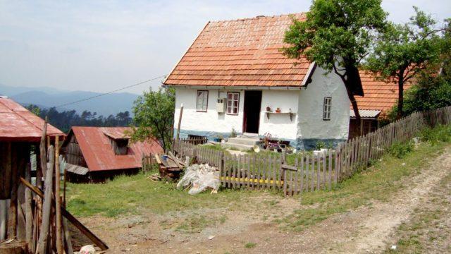 Parovima bez stana seoske kuće na poklon