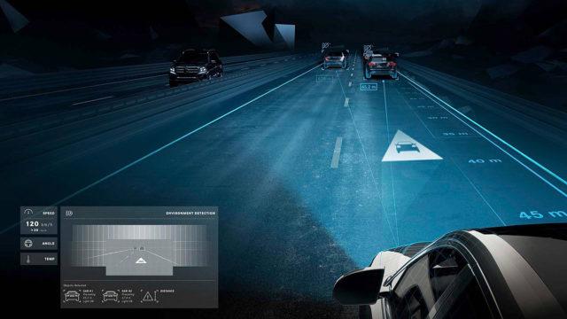 Mercedesovi farovi projektuju slike na kolovoz