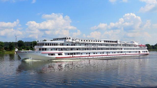 Apatinci iznajmili nemački kruzer za ture po Dunavu