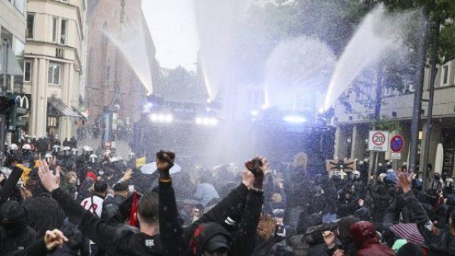 U Berlinu hiljade ljudi demonstriralo protiv kovid mera